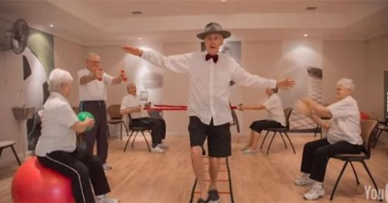 看這些養老院的老人家跟著《Happy》歌一起跳舞的影片會讓你心中的開心大爆炸。
