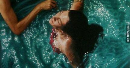 在水裡面的這些人隱藏著一個很有趣的祕密。你第一眼一定看不出來!
