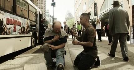 這位知名的理髮師每個星期天都不去賺錢,因為他需要做這件更有意義的事情。