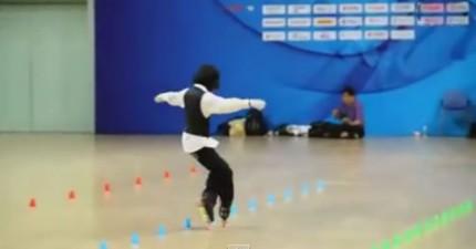小女生直排輪跳麥克傑克遜Beat-It