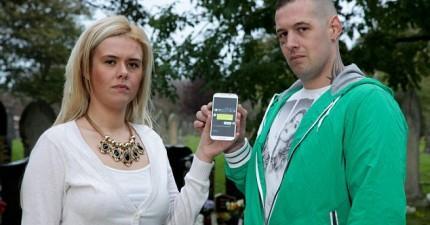 這家人將奶奶跟她的手機葬在一起,還會一直傳訊給她。3年後,奶奶回覆簡訊了...