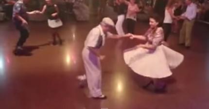 老夫妻跳舞