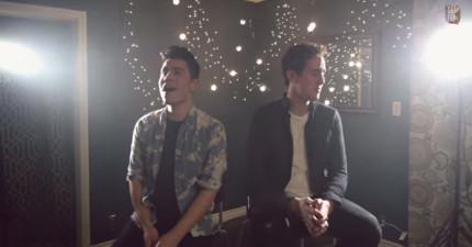這兩個歌手同時唱兩首不一樣的歌。結果完美到會重新定義你對合唱的看法!
