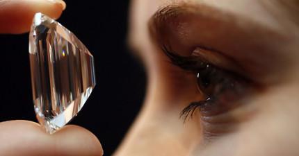 這顆7.7億天價的100克拉鑽石是全世界最完美的。你看到比白色還白的「完美」才會知道完美是什麼!