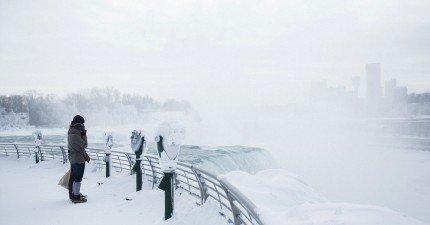 就連最壯闊的尼加拉大瀑布也不敵超級寒冬,變成最壯麗的冰雪奇蹟。