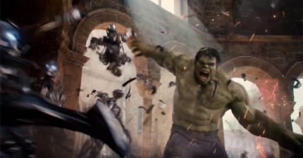 隨著《復仇者聯盟2》即將上映,最新預告片又揭露更多勁爆鏡頭了!