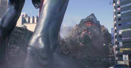 東京出現了兇猛的巨大怪獸,「當年熟悉的英雄身影」又再次出來拯救世界了!