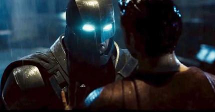 《蝙蝠俠vs.超人》最後推出預告片裡看到了無法想像的畫面,蝙蝠俠的超猛動作讓我相信他真的可以把超人打趴!