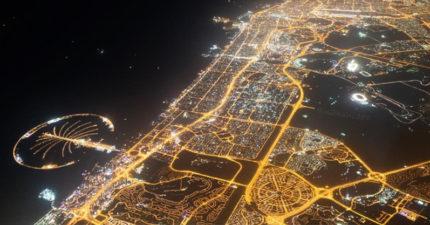 從飛機中拍到的杜拜夜景,證明杜拜真的不是地球上的城市!(4張照片 + 影片)