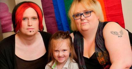 叫生父「媽媽」叫生母「爸爸」!英國第一個跨性別家庭養育「性別中立小孩」!