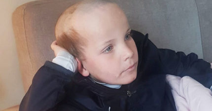 隔離期間太閒!3歲弟許願「想當阿伯」貼心哥拿剃刀幫他變老