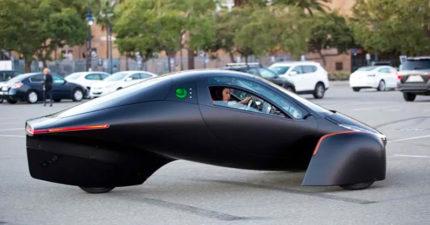 超越特斯拉?三輪電動車「不用充電」就可衝時速96公里!