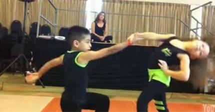 騷莎有可能是最困難的舞蹈,但是這兩個小朋友跳得太好了!
