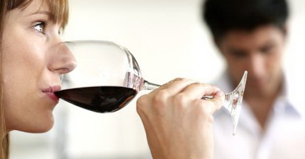 「適量飲酒有益身體健康」?科學家完全推翻了這個謬論!