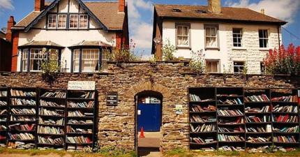 如果你喜歡看書的話,這座「書鎮」就會讓你去了就永遠不想要走了。
