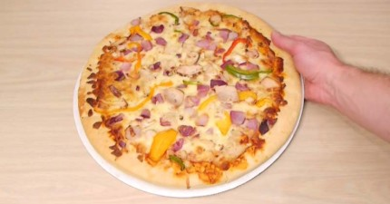 這就是你如何神不知鬼不覺地偷吃朋友的披薩,他們絕對不會發現!