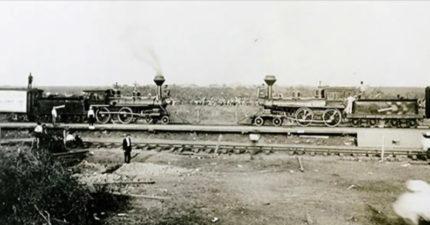 讓兩台「火車相撞」曾是超夯表演!油門拉最大...最後一刻才「跳下去」