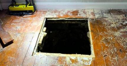 朋友拜訪突然「在眼前消失」...才發現新家地板下藏「超深恐怖大洞」