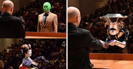 校長怎忍住不笑!日本學生大玩「變裝畢業典禮」 「巨大飯糰」上台領證書