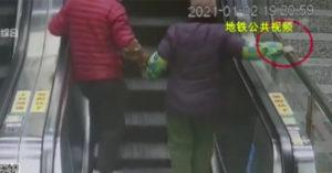 奪命手扶梯!老夫婦「牽手搭」釀悲劇 雙雙7天內過世